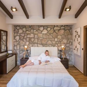 4-VST-ls-bedroom