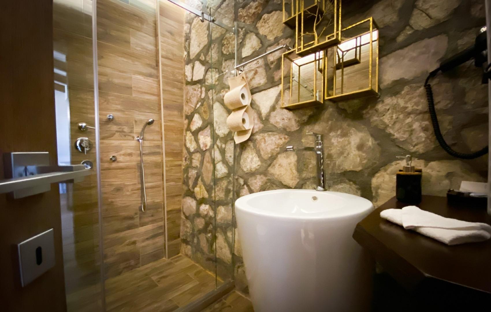 VST-Delux-Suite-bath-room-1