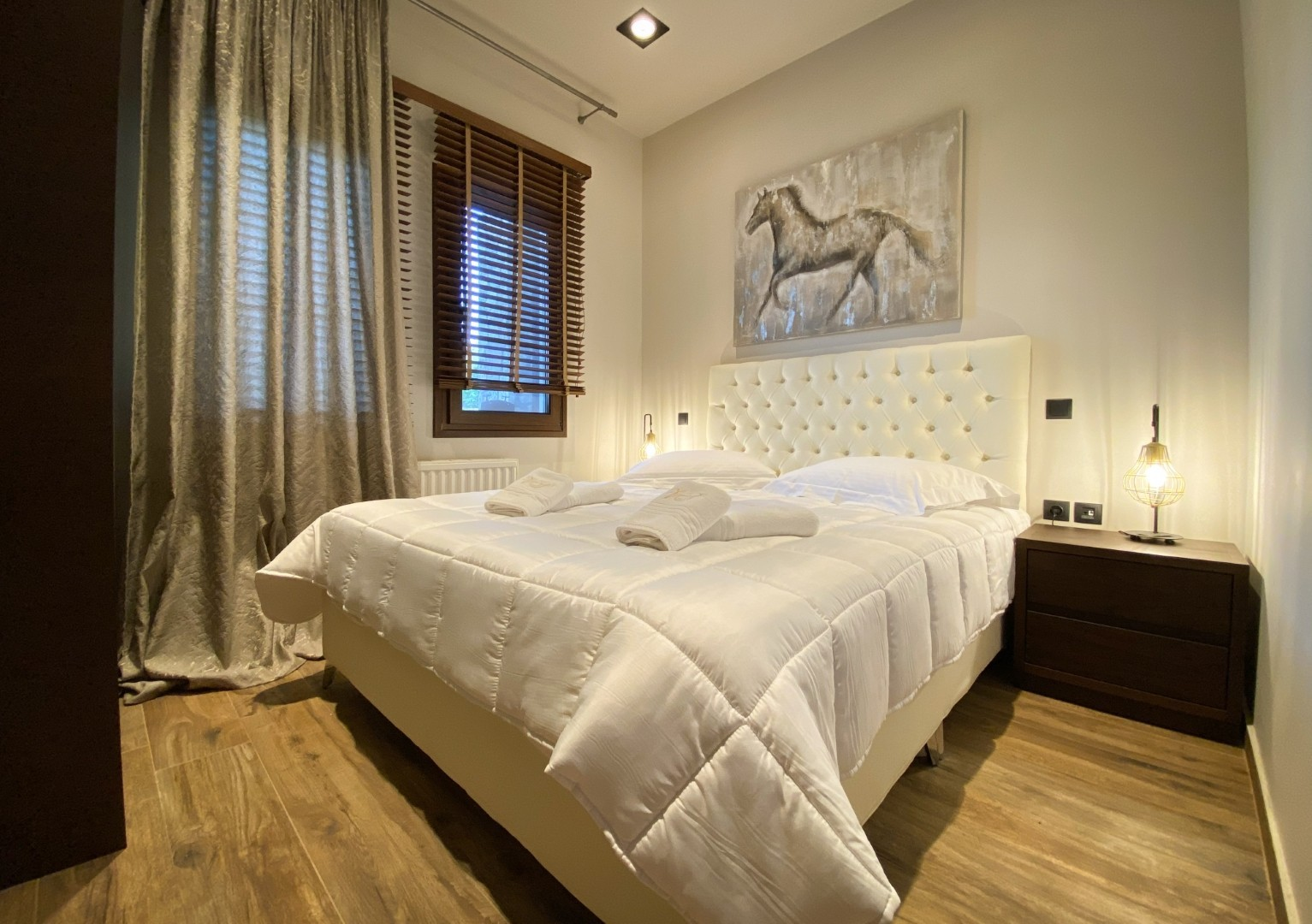 VST-Delux-Suite-bedroom