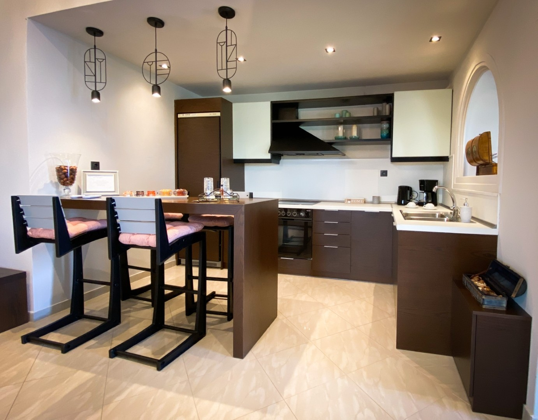 5-VST-Grand-Suite-kitchen