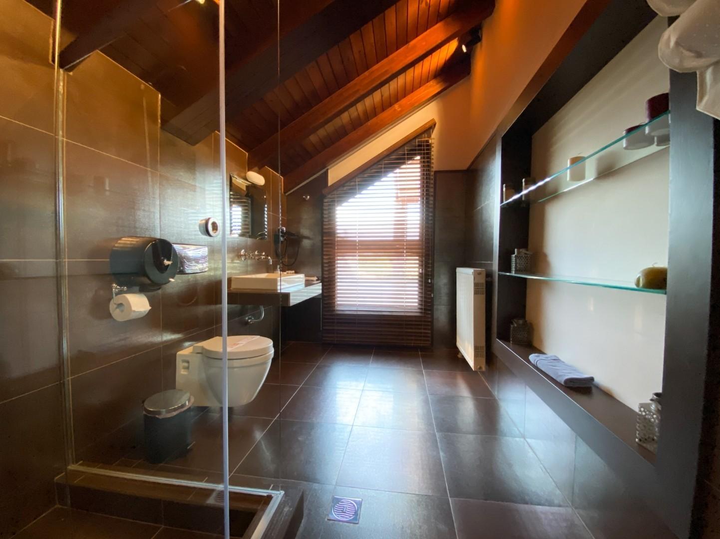 8-VST-Grand-Suite-bedroom-4