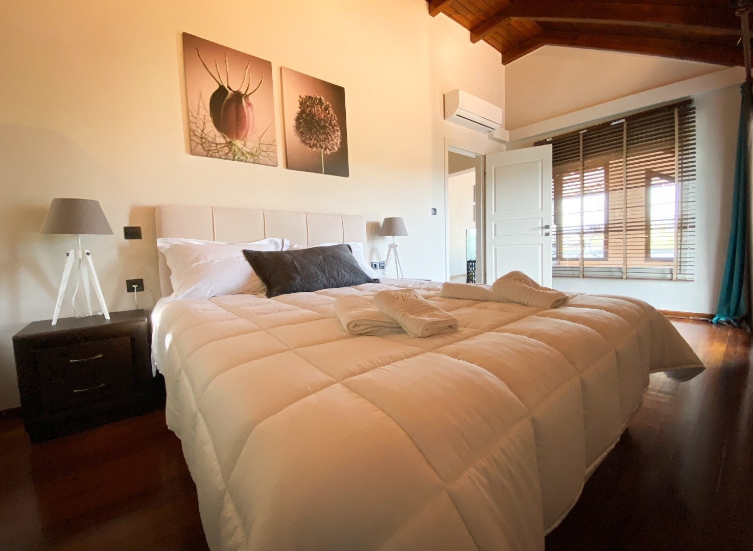 9-VST-Grand-Suite-bedroom-5
