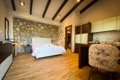 VST-Stone-Suite-bed-ro0m